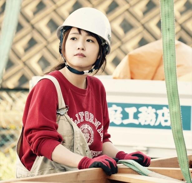 【写真を見る】スタッフが萌えた川栄李奈のヘルメット姿