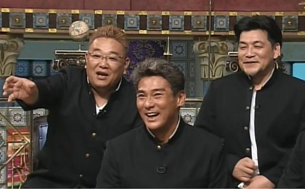 サンドウィッチマンの伊達みきお(左)と富澤たけし(右)は不良だらけだった学校について語る