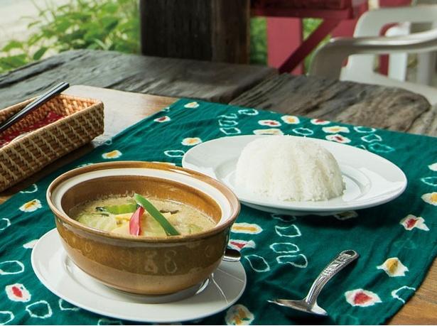 「Duangjan(ドゥワンチャン)」の「グリーンカレー」(1100円)は、辛さとコク深さ、ココナッツミルクの甘さが調和し、タイ料理初心者から通までが納得する一皿