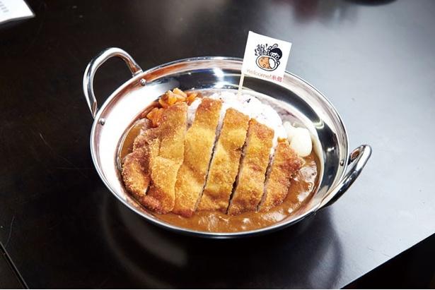 「まんまる食堂」の「糸島豚のカツカレー」(830円)は、糸島牛と黒毛和牛のスジ肉を丁寧に下処理し、独特の旨味を引き出しているルーが特徴