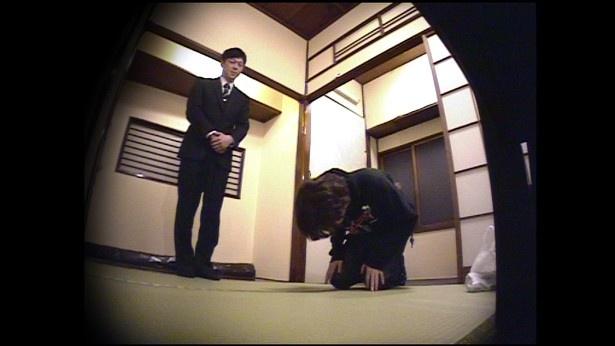 【写真を見る】お仕置きドッキリで小宮が土下座謝罪!?