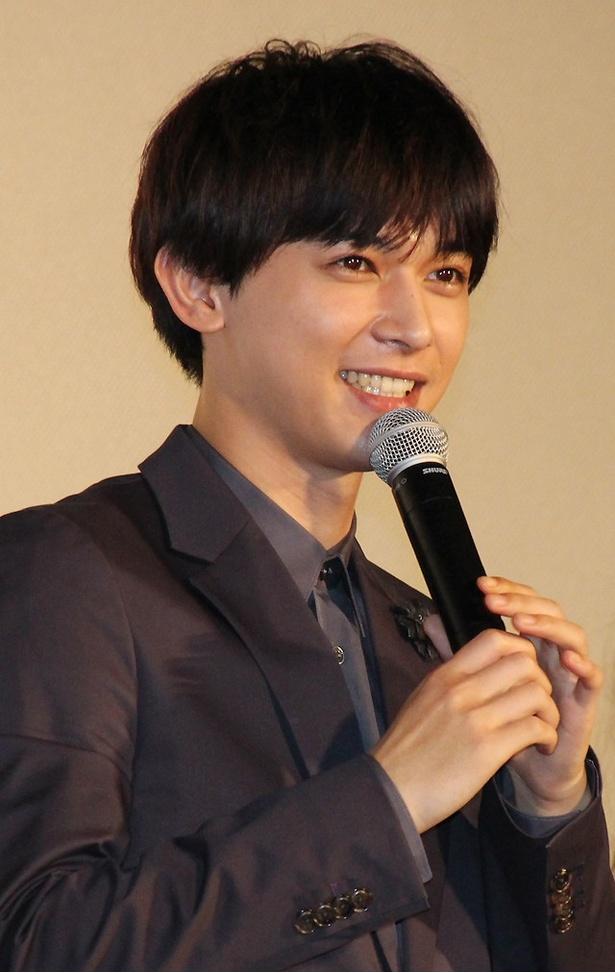 【写真を見る】吉沢亮、舞台上で大倉士門に告白!?