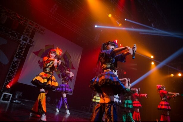 「FES☆TIVE4周年ワンマンライブ『ワッショイワンダーランド2Days』~乱舞~」は、「ディスコ列島浮世の夢」でスタート