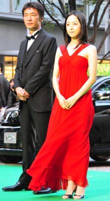 真紅のドレスで登場した桜井幸子(35)
