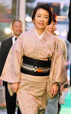 品のある着物姿で登場したのは岸本加世子(47)。和の魅力を見せてくれた
