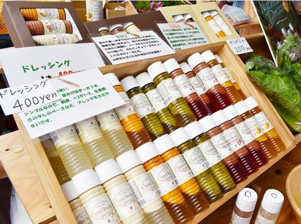 長崎県雲仙市にある「ベジ・ドリーム」の「雲仙ナチュラルドレッシング」(400円)。無添加、無着色で、色鮮やかな商品