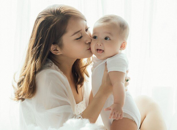 赤ちゃんを見ると無性にキスがしたくなりますよね