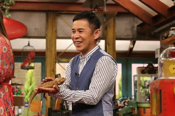 【写真を見る】森泉おすすめのペットに岡村隆史もご満悦!?