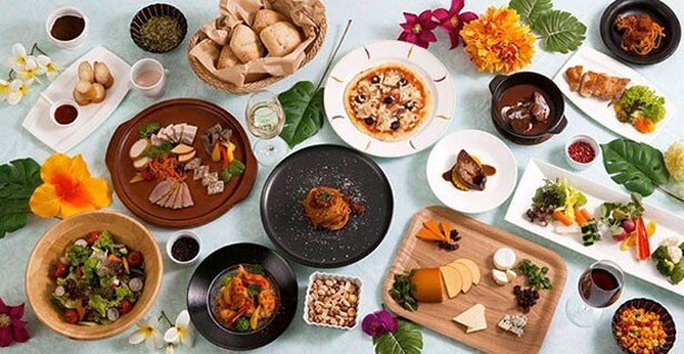 """世界料理オリンピック銀賞シェフをはじめとする、""""味のタカクラ""""自慢のシェフが作る本格料理が登場する"""