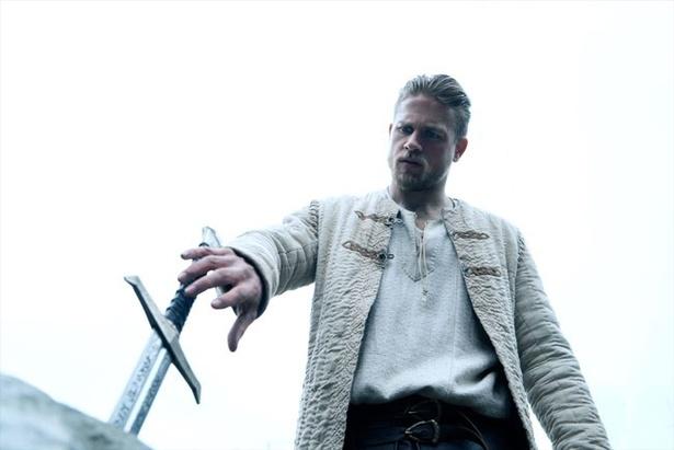 アーサーが聖剣を引き抜くシーンはあのゲームなどにも登場