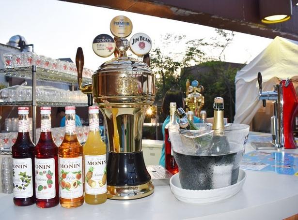 ドリンクは、ビールをはじめ、ワイン、超炭酸ハイボール、サングリアなど約40種類が楽しめる