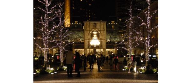 センター広場のゴージャスなシャンデリア(写真は昨年)