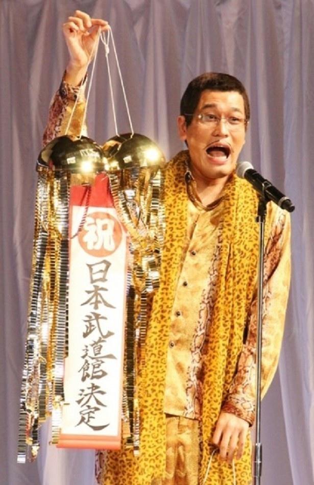 ピコ太郎をプロデュースする古坂大魔王は古坂も「コジ(児嶋)来た5分後くらいからずっとウルウルきてて。なんかもう涙が…止まらないです」