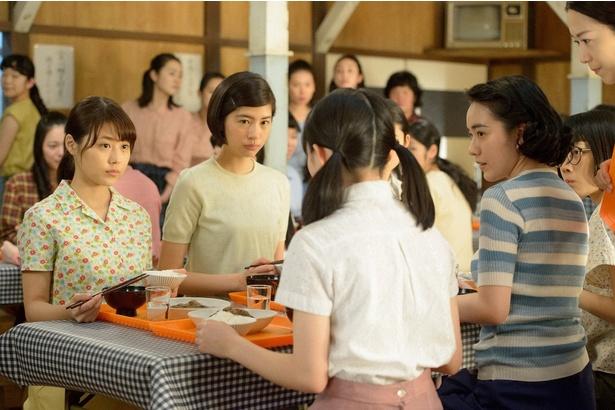 優子(八木優希)が夏の暑さに打ち勝つため、食堂ではスタミナメニューが