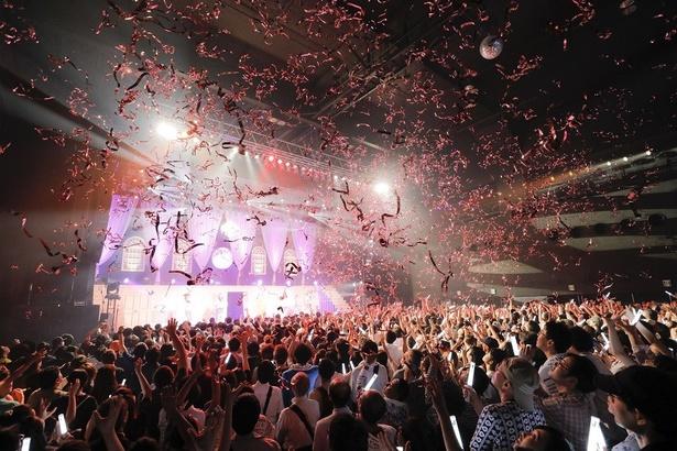 ツアーファイナルのこの日は2000人の観客が詰め掛けた