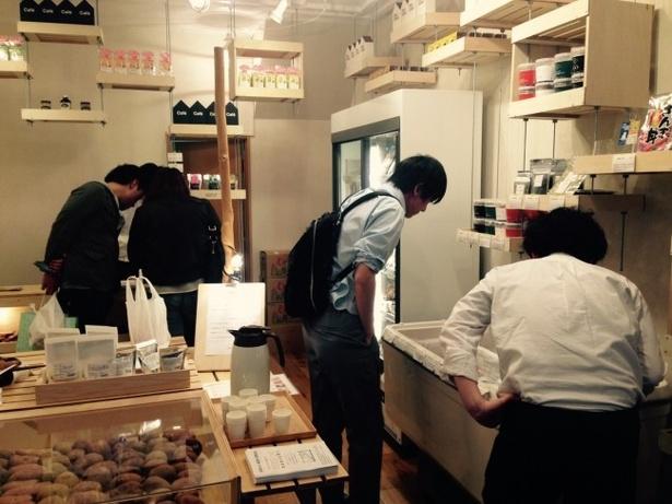 【写真を見る】全国の選りすぐりの物産品が人気の「neoichi」の店内