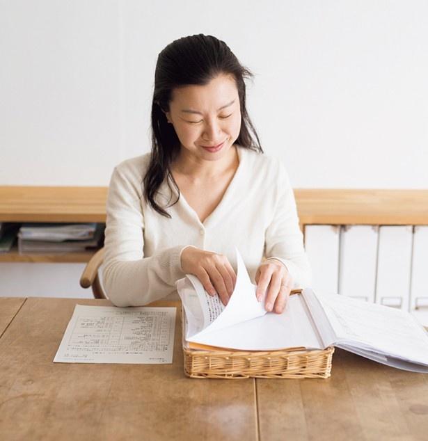 郵便物や家計簿に未記入のレシート、これから注文する生協のカタログなどはトレイで一元管理