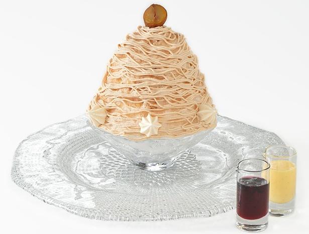 ふんわりとした氷の上に特製のモンブラン蜜がかけられた「雪の菓 モンブラン氷」(税抜1300円)