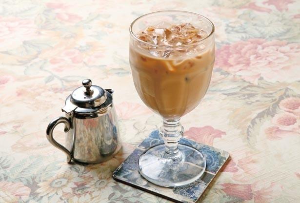 ミルクによく合う独自ブレンドの茶葉を使用した「アイスロイヤルミルクティー」(518円)/西洋茶館