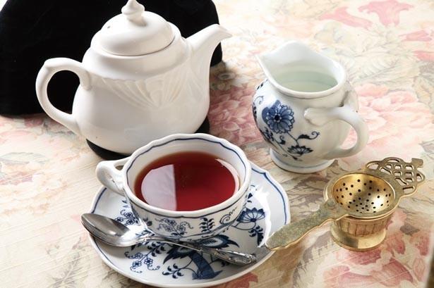 アッサム、ダージリン、セイロン、ミルクティーブレンドなど、茶葉は常時約10種がそろう/西洋茶館
