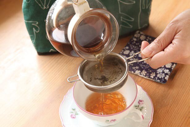 日本紅茶協会認定店の正しいいれ方で提供。「ホットは茶葉のジャンピングを促す温度管理を。アイスはクリームダウンを防ぐオン・ザ・ロックで」/紅茶専門店 ティーホリック
