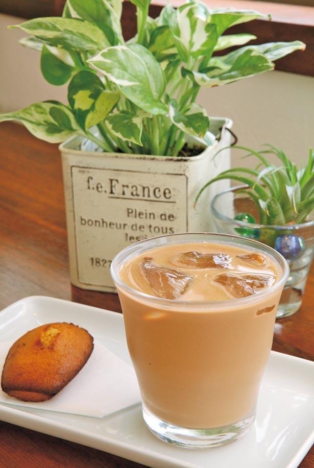 「アイスロイヤルミルクティー」(600円)。茶葉にはアッサムのCTCを使用。濃密な旨味とコクは、あえてシロップを使わない選択もOK/ティールーム マーブル
