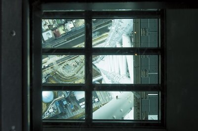 天望デッキの高さを実感できるフロア340にあるガラス床