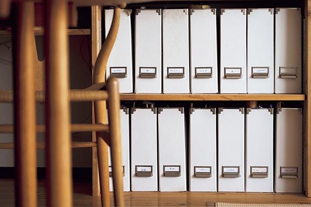 保管が必要な書類は「教育」「保険」などカテゴリー分けしてあるファイルボックスへ