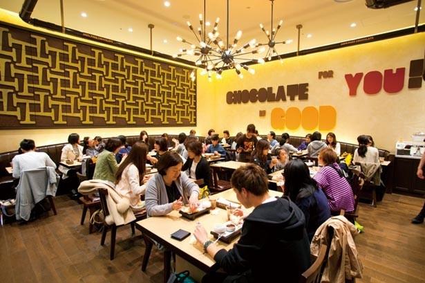 ソフトクリームのほか、夏に向けて冷たいドリンク類などのメニューも登場予定/マックス ブレナー チョコレートバー ルクア大阪店