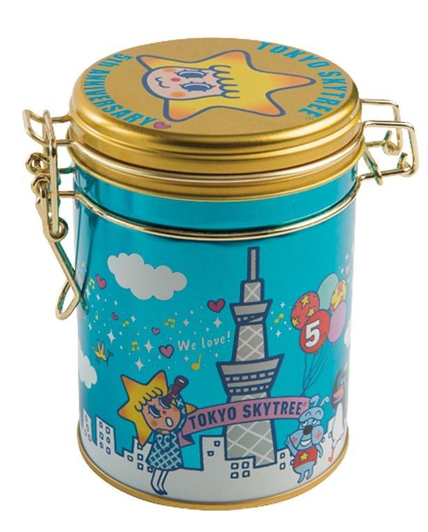 缶のイラストが5周年バージョンになっている「ソラカラちゃんキャニスター缶」(1050円)