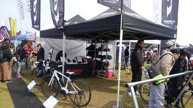 会場では、自転車キャンプ旅におすすめなアイテムが多数展示・販売される