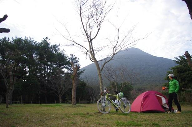 【写真を見る】自転車にテントを積み込むためのワークショップも行われる