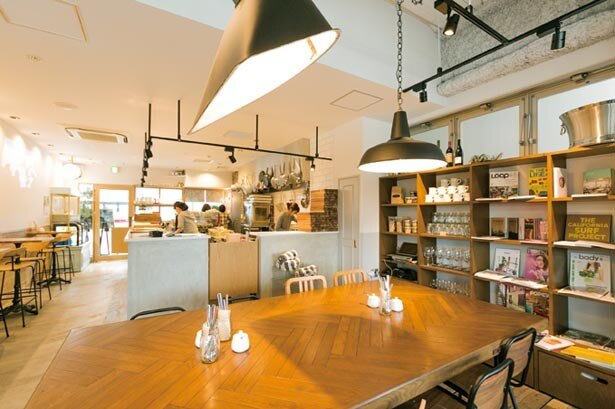 オープンキッチンを備えた店内。2階にはテイクアウト専門店が/NORTHSHORE CAFE & DINING