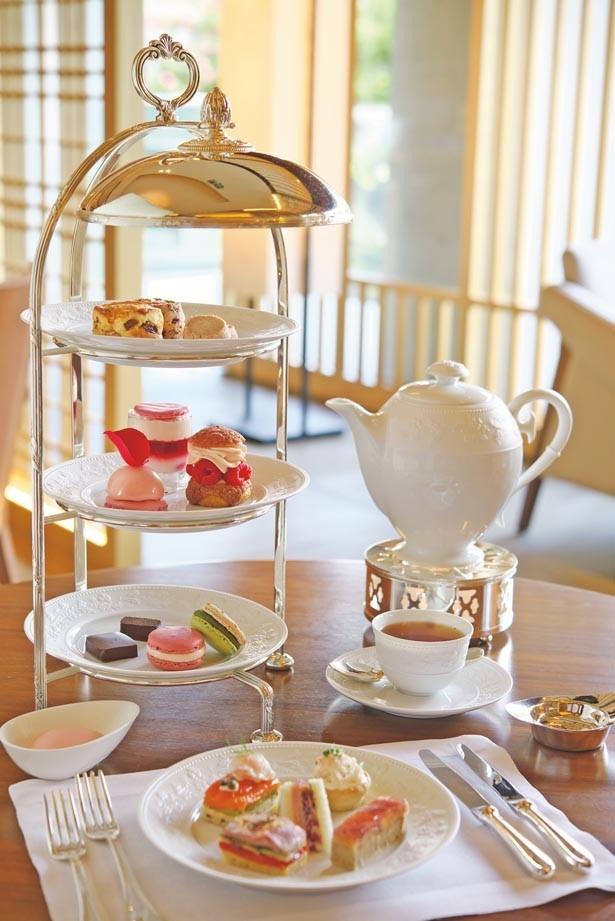 エルメの技術が光るケーキは小さめサイズ。時期ごとの旬の食材も盛り込まれていて、来るたびに異なるおいしさに会える/ザ・リッツ・カールトン京都