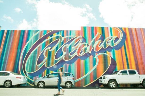 ワードアベニュー沿いのロス・ドレス・フォーレスの駐車場