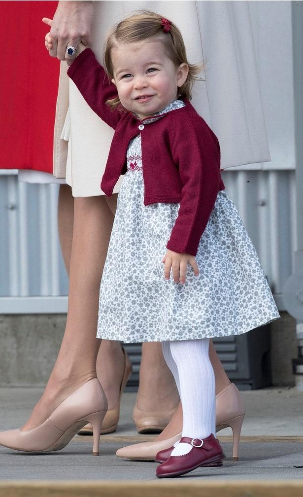 エリザベス女王に似ている?シャーロット王女