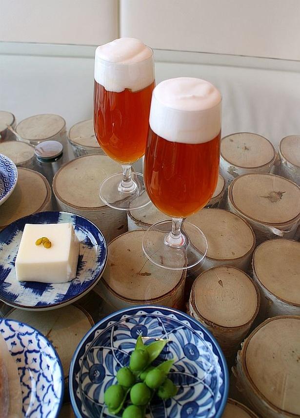 """【写真を見る】""""居酒屋らしさ""""を演出する「枝豆」と「ビール」"""