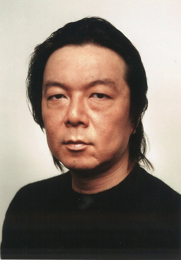 ドラマの案内人の一人・古田新太は町のうらぶれたスナックの常連客役を演じる