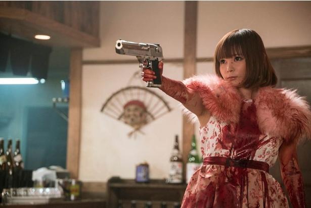 本作で中川翔子は「殺人鬼」に扮(ふん)する