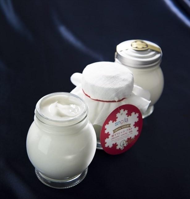 【写真を見る】チーズクロスでこして3倍以上に凝縮する伝統的な製法を採用