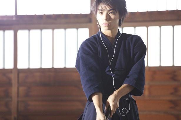 音楽を聴きながら剣道する融。剣道着もお似合い!