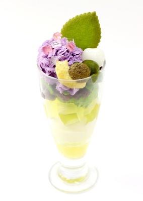 【写真を見る】季節の紫陽花をイメージ