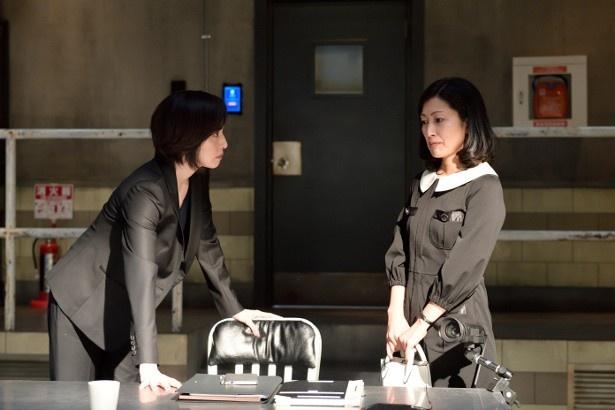 「緊急取調室」第6話では、(写真左から)天海祐希が鶴田真由と取調室で対峙!