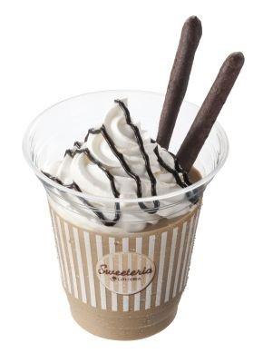 天然バニラのホイップクリームをON!「ぜいたくショコラシェーキ」(330円)