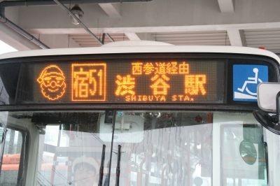 正面の電光掲示板には特別にサンタの絵が!