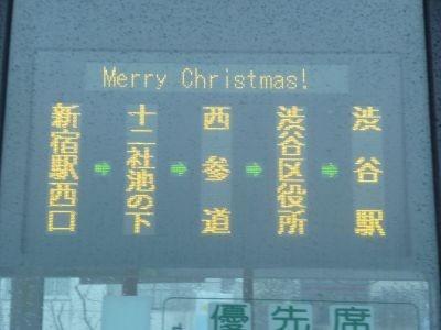 バス側面の電光掲示板にもメリークリスマスの文字が