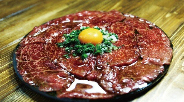 「江古田名物!炙り黒毛和牛のゆっけっけ」(税別1490円)