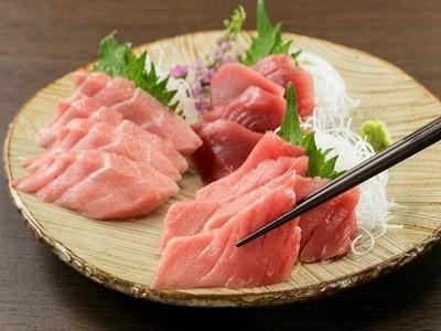 【写真を見る】「CAS媛まぐろの食べ比べ」(7800円)