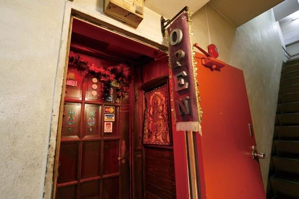 【写真を見る】店の入口は小さいが中は意外に広い/クリシュナ