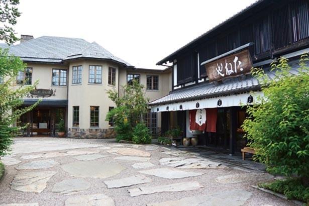 彦根城のお堀の畔に広がる施設。湖東焼の美術館(入館料500円)も併設/たねや クラブハリエ彦根美濠の舎